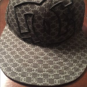 DC  men's fitted Hat size 7 1/4- 7 5/8